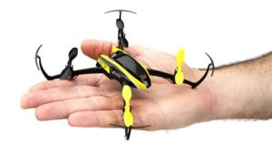 Blade Nano QX - Mini Drohne - Größenvergleich