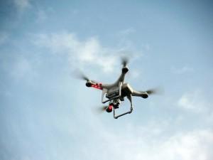 Drohnen Vergleich - Drohne mit Kamera in der Luft